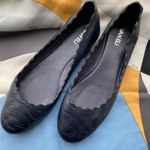 Vaneli Scalloped Navy Ballet Flats 10M